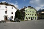 19-Rathaus und Bank